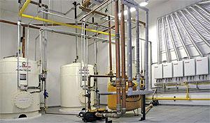 A opção pelo melhor sistema de distribuição de água quente deve considerar características do edifício como espaço disponível no interior do apartamento, na cobertura, padrão do empreendimento etc.
