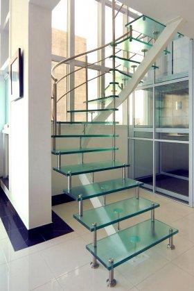 Escada de vidro.