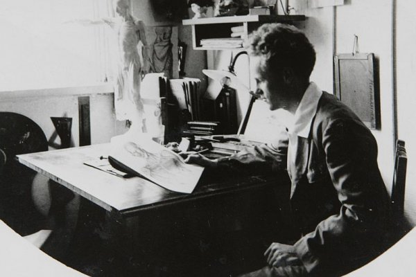 Foto mostra arquiteto Kirchgässner ainda jovem, trabalhando em seu ateliêReprodução de arquivo familiar