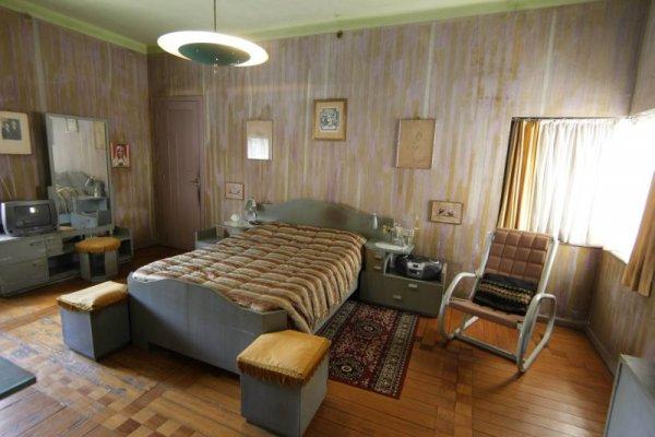 O único quarto, logo na entrada da residênciaIvonaldo Alexandre/ Gazeta do Povo