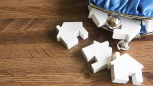 size_810_16_9_Bolsinha-de-moedas-com-casas-em-miniatura