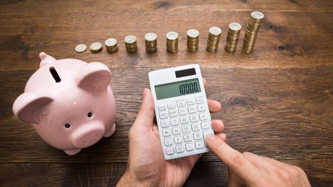 bigstock-Businessman-With-Coins-And-Pig-93181763-kO4E-U102704998812IRD-1024x576@GP-Web