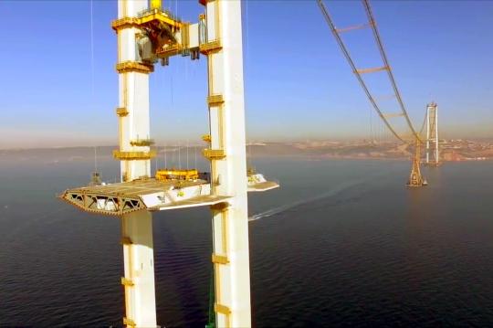 construindo-quarta-maior-ponte-suspensa-mundo-09
